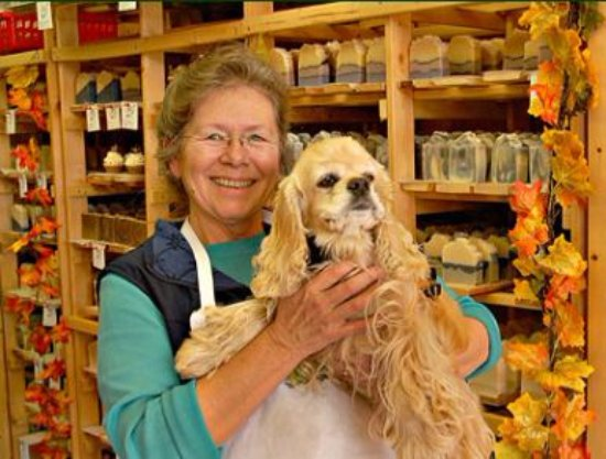 Bremerton, WA: Owner Laura with Swamp Dog Katie. We are a dog-friendly shop!