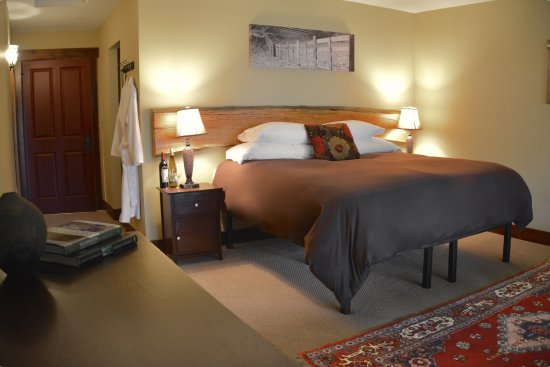 Langley, WA: Bed and Breakfast Farmstead Room overlooking Puget Sound