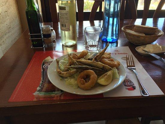 Algaida, Espagne : First course: deep fried seafood
