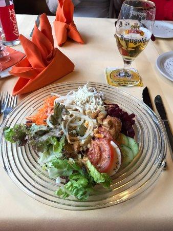 Frutigen, Switzerland: Salatbuffet & Grillspiess zum selber grillen