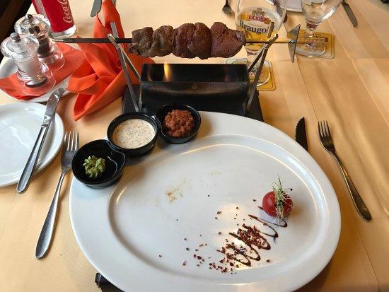 Frutigen, Svizzera: Salatbuffet & Grillspiess zum selber grillen