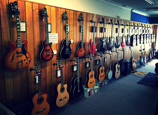 CHAPMANS Guitars and Music