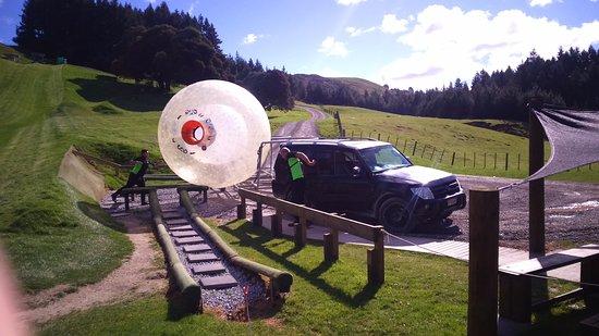 OGO Rotorua: La camioneta que te traslada hacie la cima de la colina.