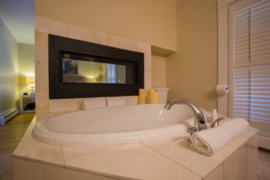 Room 7 - 2 person soaking tub - Picture of Chatham Inn At 359 Main ...