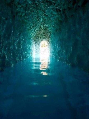 La Gruta Spa: tunnel to grotto