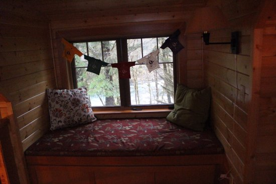 Belknap Cabin Window Seat In Loft Area There S A Pull Out Trundle