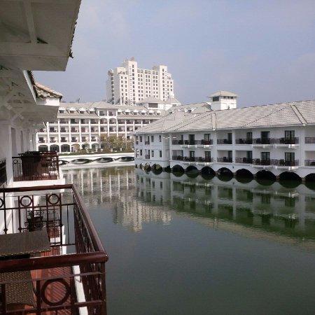 InterContinental Hanoi Westlake Photo