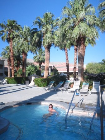 Miracle Springs Resort and Spa: Enjoying the pools