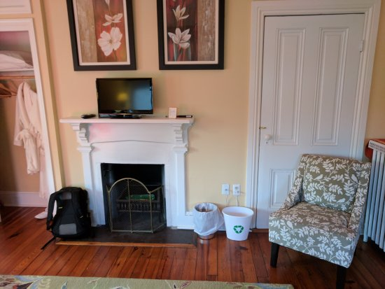 Berryville, VA: Inside the Hearth and Home Room at Waypoint House B&B