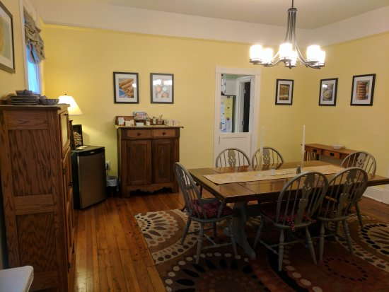 Berryville, Вирджиния: Dining room of Waypoint House B&B
