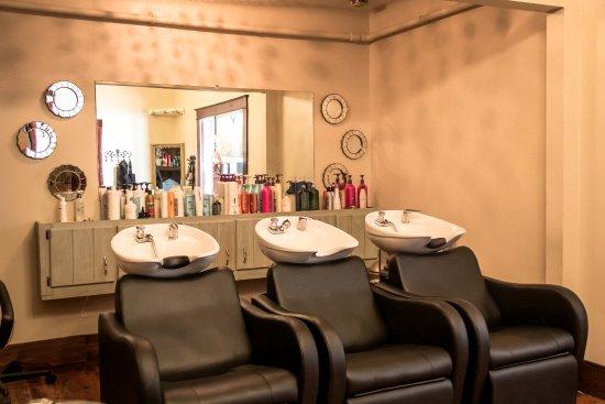 Canton, GA: The shampoo room.
