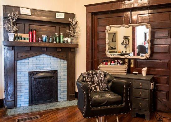 Canton, Georgien: One of the 9 original fireplaces!