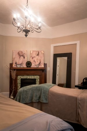 Canton, Джорджия: One of our lovely couples massage treatment rooms.