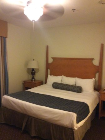 Wyndham Governor's Green: Master bedroom with King bed