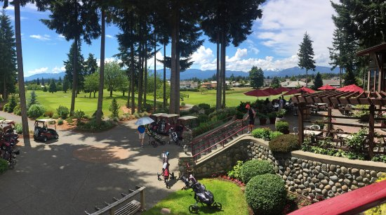 Courtenay, Canada: Clubhouse patio overlooking the 10th and 18th fairways