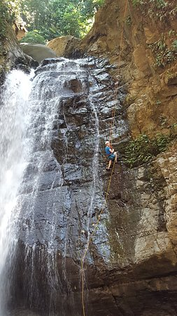 Dominical, คอสตาริกา: rappelling the tallest waterfall