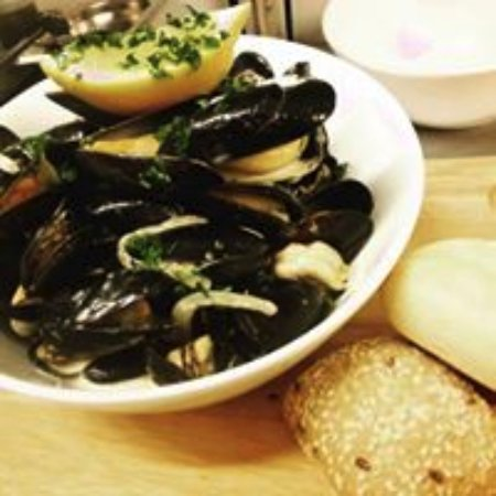 Eversley, UK: Fresh mussels in daily