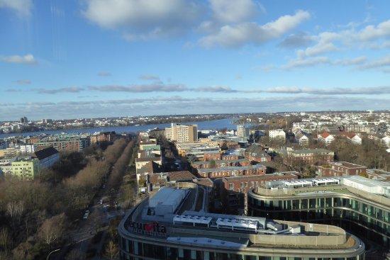 Novotel Suites Hamburg City hotel: Вид из отеля. Сьют Новотель Хамбург Сити