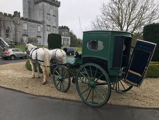 Dromoland Castle Hotel: Carriage ride