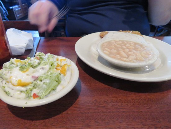 Taylorsville, NC: Chicken with white beans and brocoli casarole