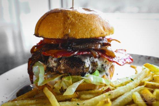 Morgantown, Virginia Occidental: Burger Tuesday - Onion Jam Burger