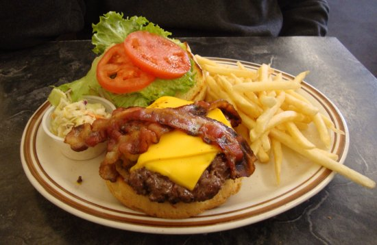 Montpellier, VT: Typical burger - what the locals come for.