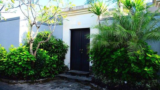 Grand La Villais Villa and Spa Seminyak: Front gate of my villa
