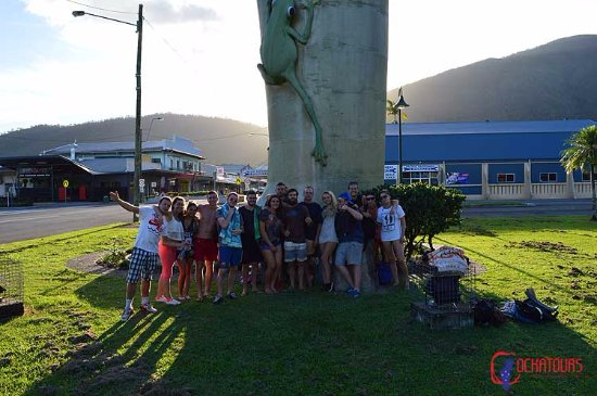 Day tour trip backpacker group shot, Tully Gumboot ready for Tablelands Tour