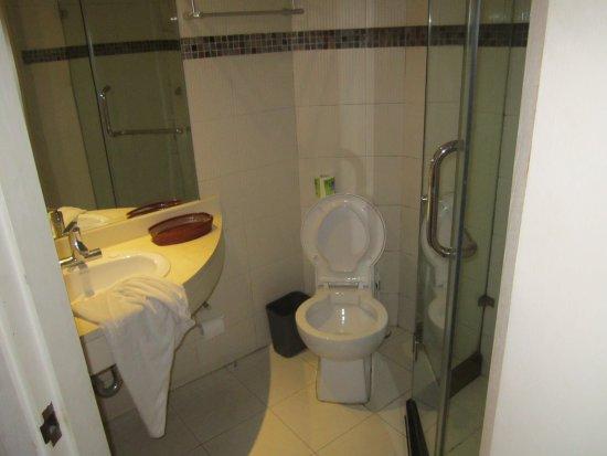 Shanghai City Central Youth hostel: Espaçosa e com produtos de banho diários