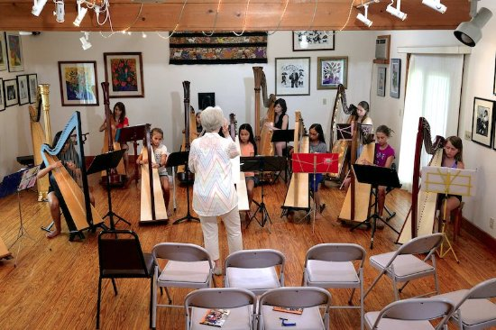 Faber, Βιρτζίνια: Harp workshop in Acorn Inn Reception Gallery