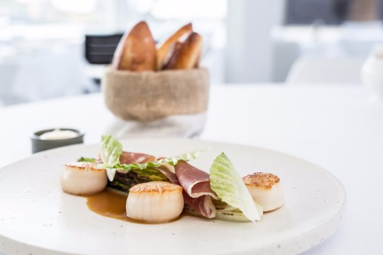 McMahons Point, Australia: Scallops, proscuitto, cos lettuce, chicken jus