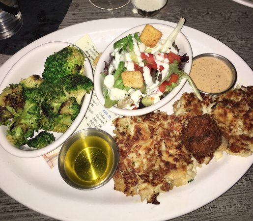 Roswell, Géorgie : Crab cakes and grouper