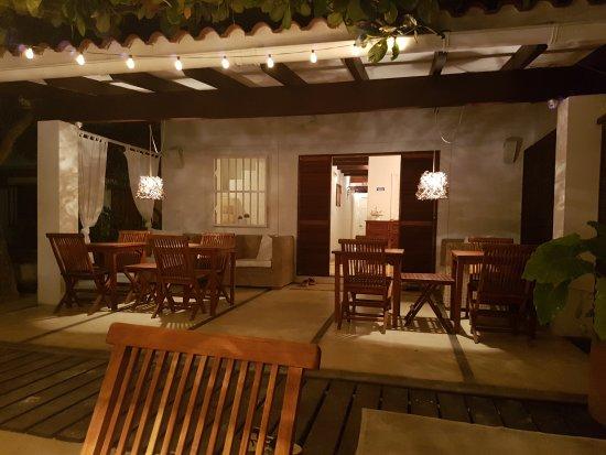 Posada Caracol: Vista de la entrada a la Posada- Sala de Espera - Comedor