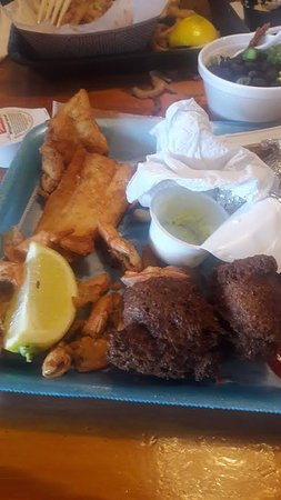 Singleton's Seafood Shack: Unclean shrimp, dried out fish and burnt hushpuppies that I refused to eat.