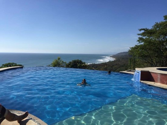 Mal País, Costa Rica: Infinity edge pool with amazing views.
