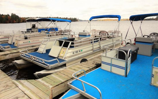 A1 Gypsy Villa Resort: Mainland pier and rental pontoons