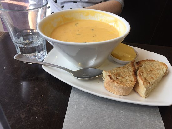 Orford, Australia: Average pies and silly serving size of soup. There was at least a litre of soup per serve. Very