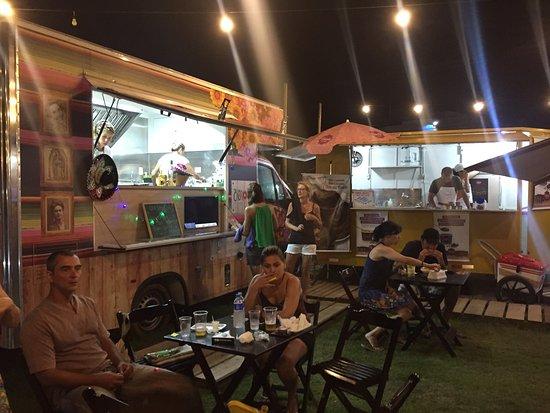 Buenisimo Lugar Para Ir En Familia Foodtrucks Espacios De Juego