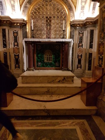 Vatican City, Itálie: The Tomb of St Peter.