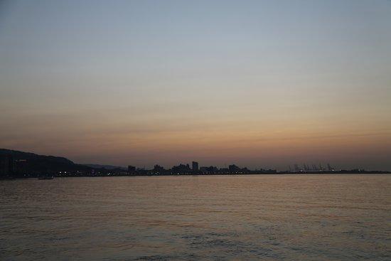 Tamsui: 海天一色夕陽西下