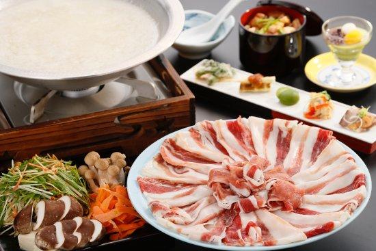 Shizukuishi-cho, Japan: 丹波産ボタンのバラ肉をオリジナル塩すきで