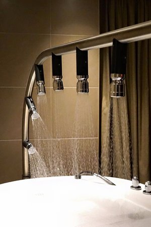 Vichy Hydro Shower - Picture of Laurel Beauty and Spa, Melbourne ...