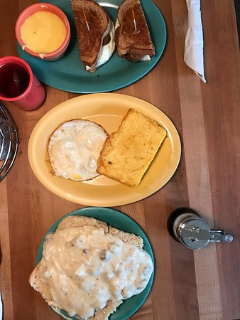 Milwaukie, OR: sandwich, grits & cheese slice, biscuits and gravy