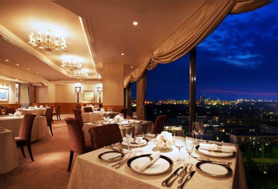Rihga Royal Hotel Niihama: フランス料理 レストラン シャトウ(8階)