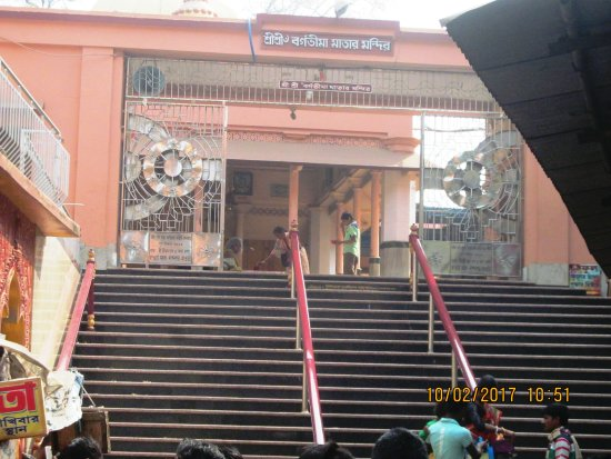 Midnapore, India: The stairs leads to the main Shrine