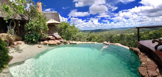 Nedile Lodge: Awesome view from the pool