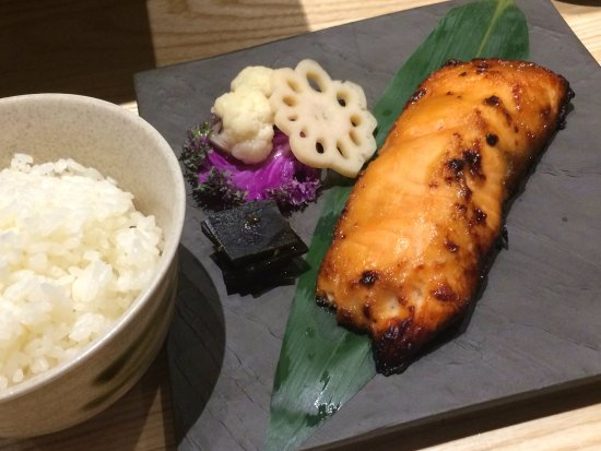 Iselin, Nueva Jersey: Grilled Salmon with Rice