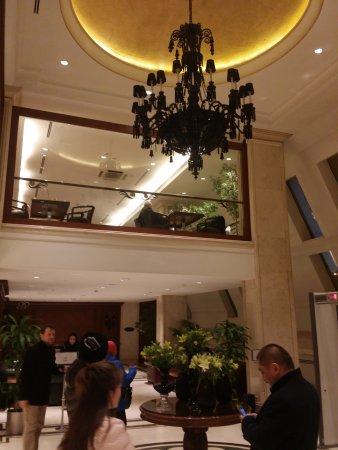 Almira Hotel Bursa: Black Chandelier at the Hotel Lobby