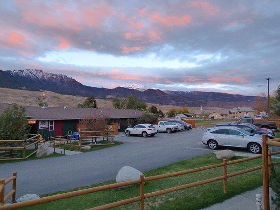 Gardiner, MT: Sunset at Yellowstone Gateway Inn