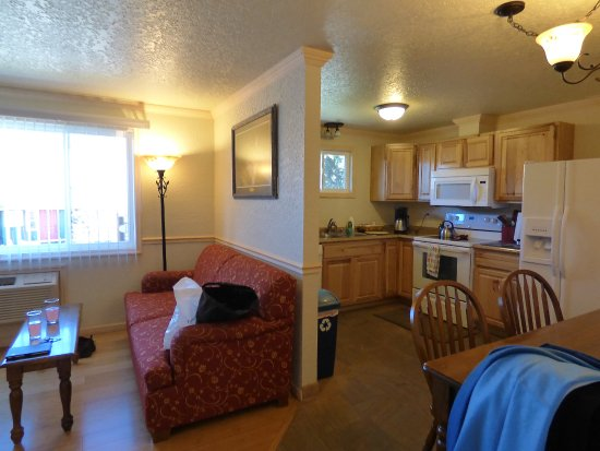 Gardiner, MT: Lounge/dining